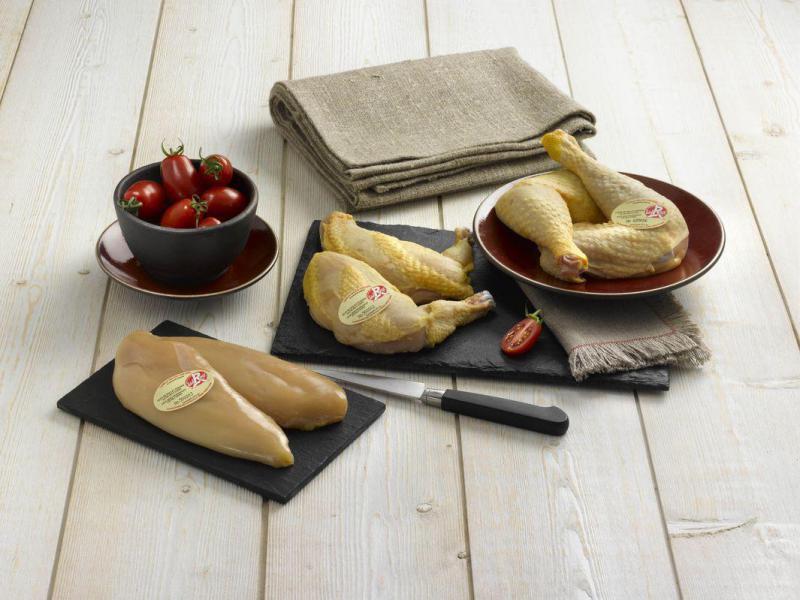 """Bouten - Deze scharrelkippen lopen vrij rond in de bossen van Gascogne, het """"LABEL ROUGE""""-certificaat waarborgt de kwaliteit van de kippen maar ook het respect voor het milieu en dierenwelzijn."""