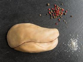 Foie gras de canard - Cet oiseau venant de Challans dotée d'une viande rouge est disponible en plusieurs race, la race barbarie est la  plus courante et la plus reconnue parce que notamment elle est la moins grasse.