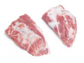 Pluma - Depuis de nombreuses années un produit phare chez nous, vous pouvez reconnaitre le porc 100% Duroc Batallé par ces longs cheveux et sabots noirs.